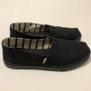 TOMS size 8 shoes